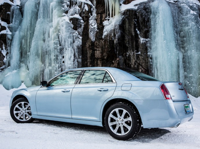 2013 Chrysler 300 Glacier Wallpaper HD