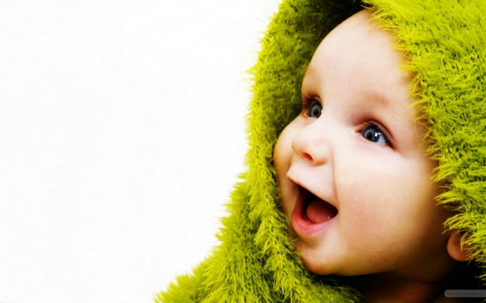 Cute Baby With Hat Wallpaper