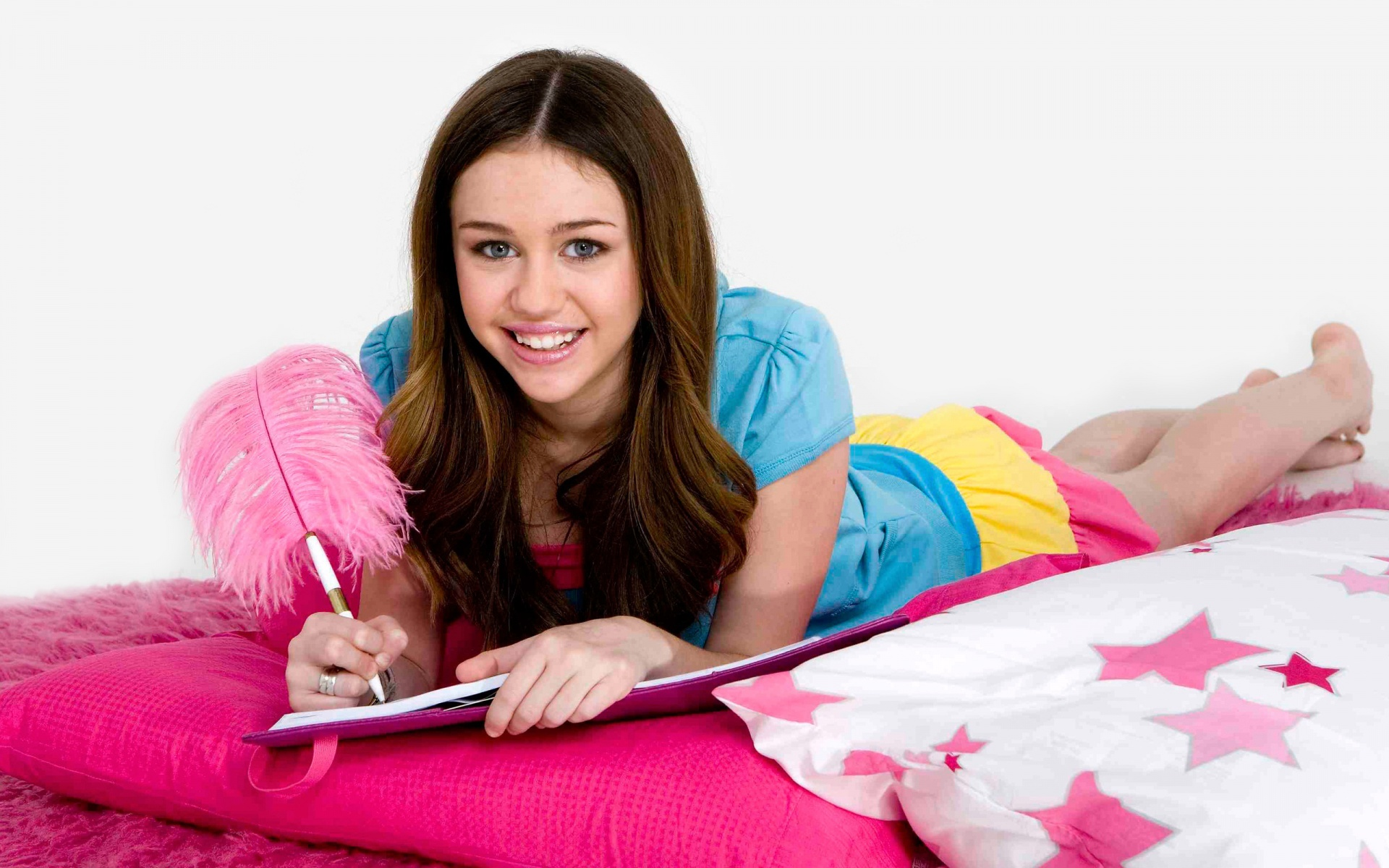 the pictures of miley cyrus bedroom problem