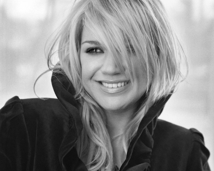 Kelly Clarkson Black and White Wallpapers