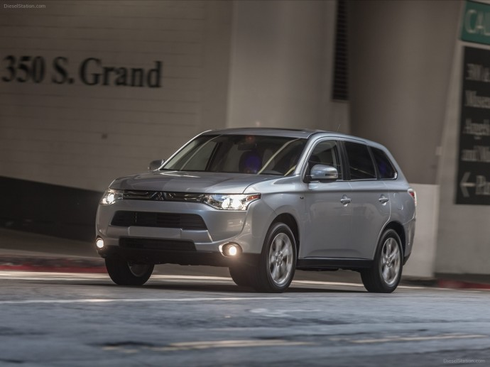 Mitsubishi Outlander 2014 Wallpaper