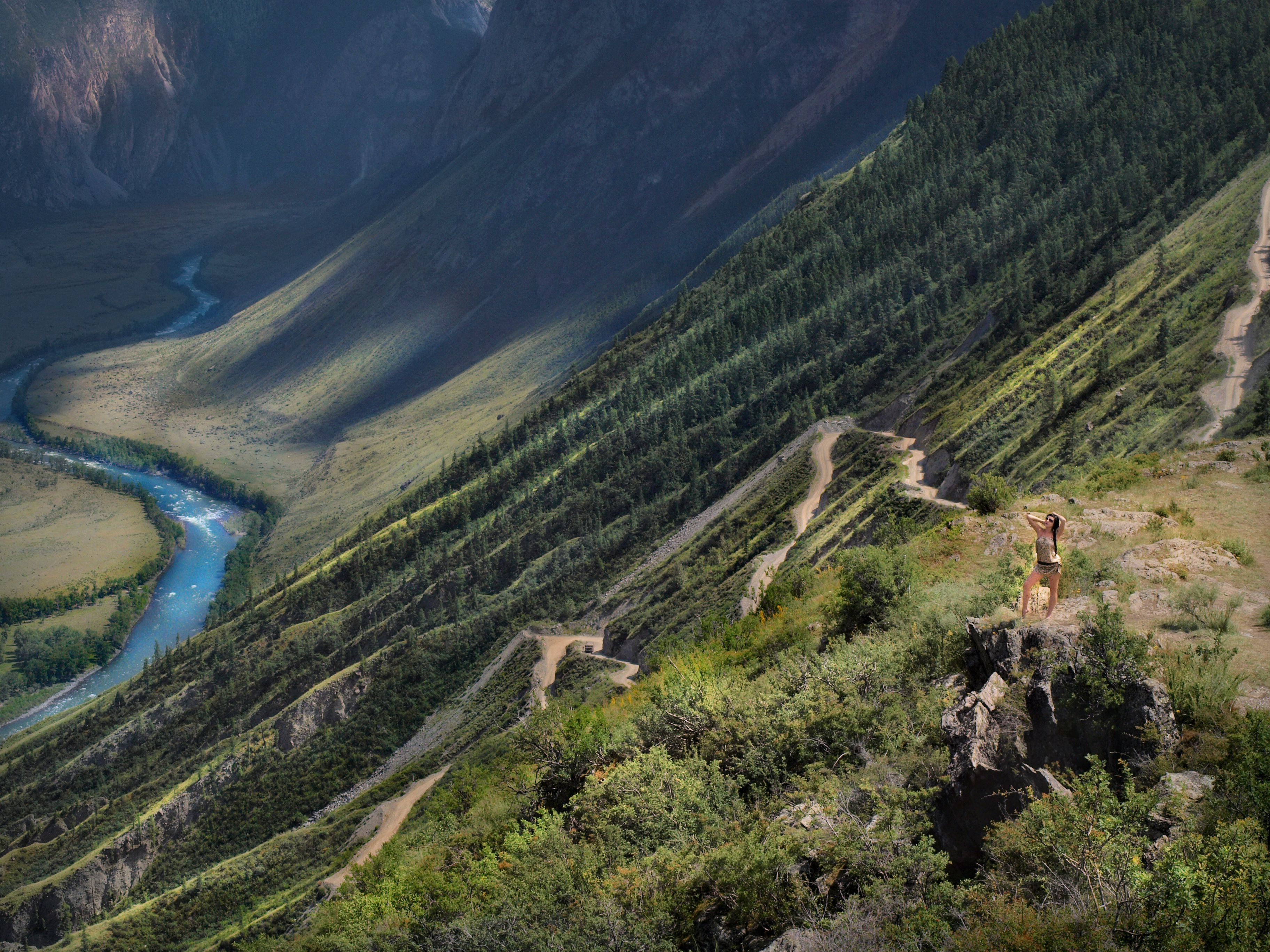 Beautiful desktop wallpaper of Mountain Altai, photo of the pass