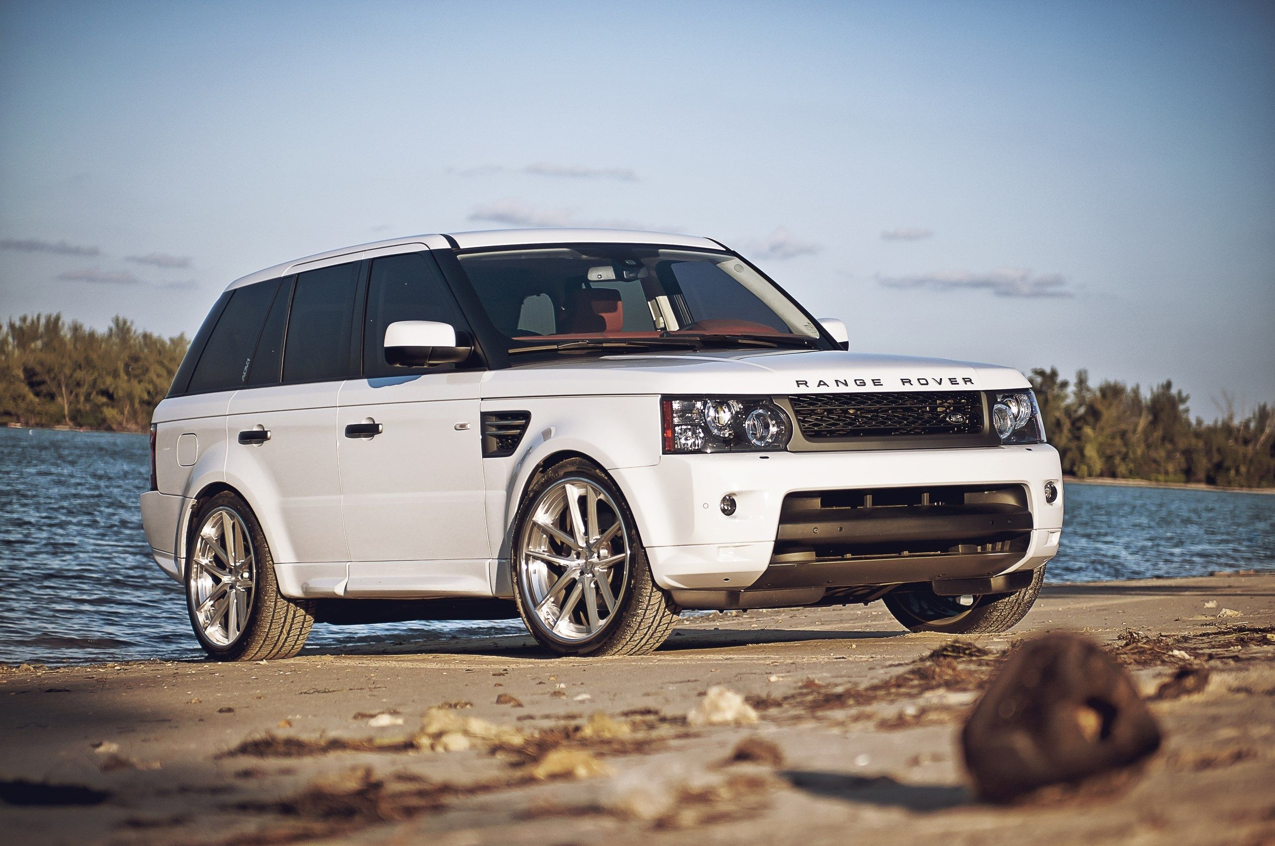 nice desktop wallpaper of white machine picture of sand beach range rover. Black Bedroom Furniture Sets. Home Design Ideas
