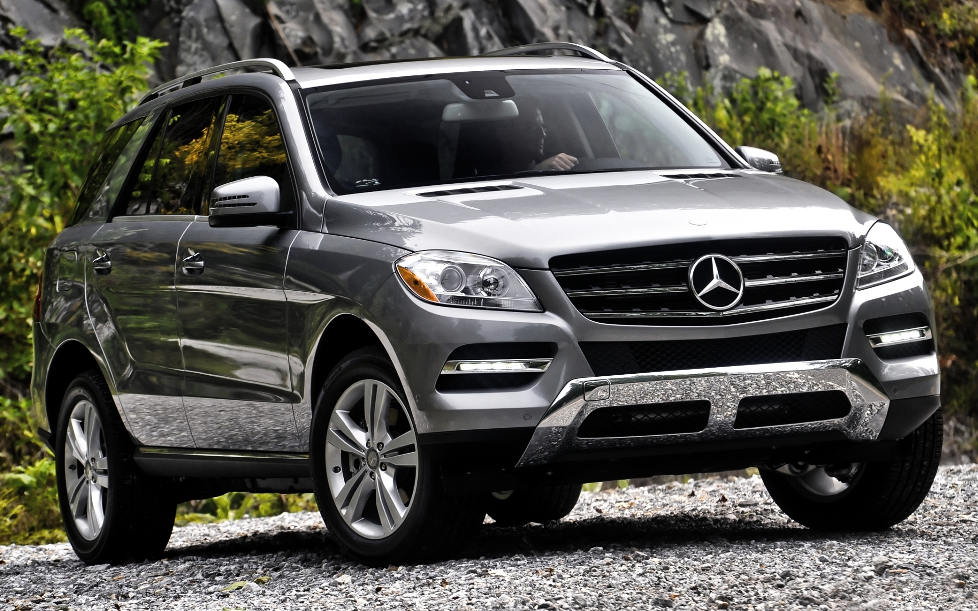Hd desktop wallpaper of mercedes benz ml 350 desktop for Mercedes benz 350 ml