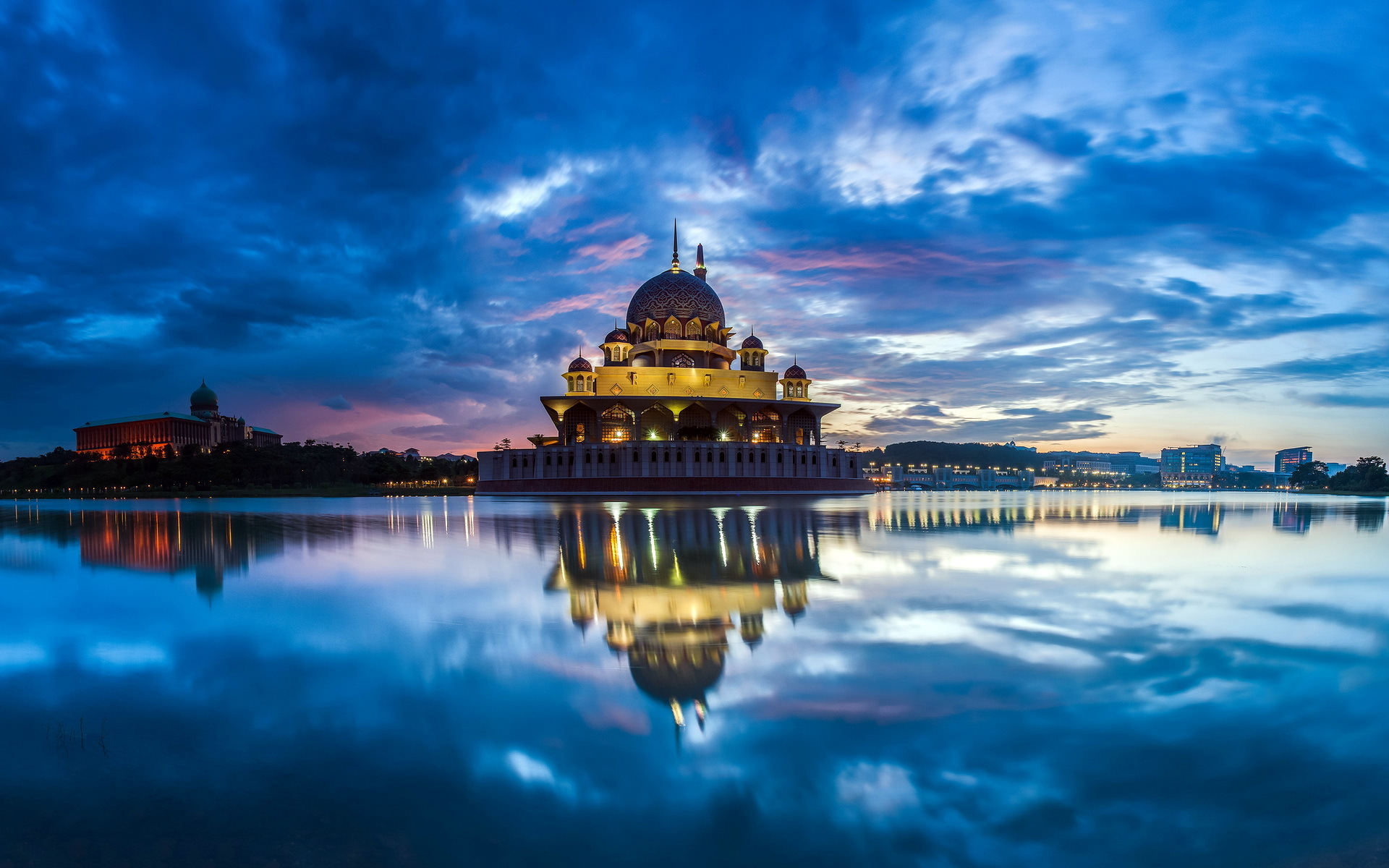 historical background of malaysia Background: malaysia is a multi-ethnic and multi-religious country in southeast asia and one of the wealthiest and most developed countries, outranked in gnp only by singapore and oil-rich brunei.